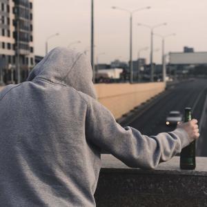 お金のない40代男性たちが「生涯独身」「孤独死」を避けるために今やるべき事とは?
