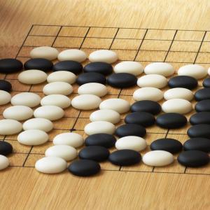 『子供に教える豆知識』碁石の黒と白はどっちが大きいの?