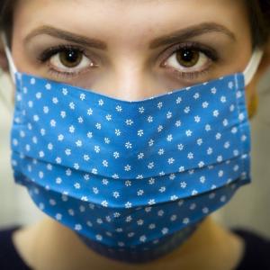 コロナ禍『マスク酸欠』は放置したら危険!誰でもできる対処法をご紹介します