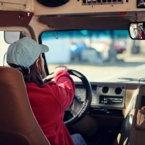『居眠り運転』を防止する方法4選/自分や大切な家族を守るために