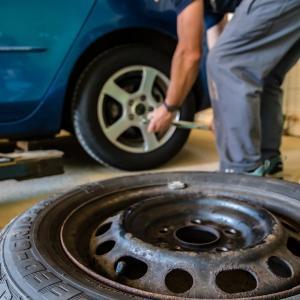 車のトラブル解決法『タイヤのパンク』よくあるケース3選