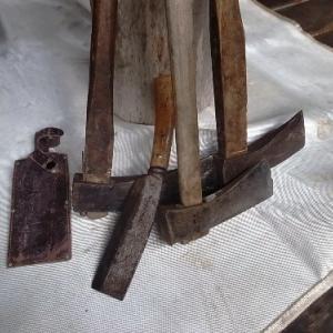 斧のサビ落し