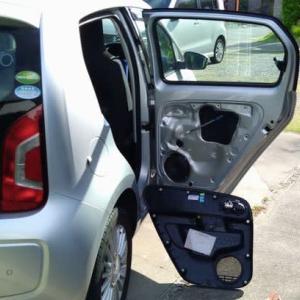 VW UP! リアスピーカーに着手