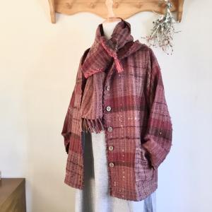 手織りの楽しさと暖かさをお届けする販売会に向けて今週も元気にスタートです。