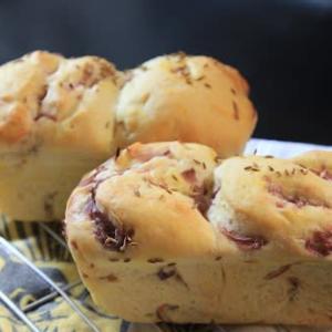 紫玉ねぎ入り食パン   カロリー計算は結構面倒