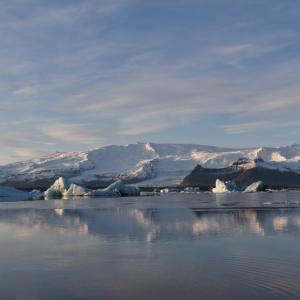 アイスランド旅行記2日目!氷の洞窟と絶景の渓谷と激マズ手料理