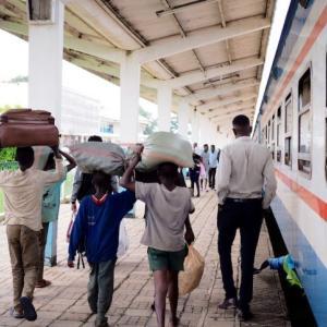 【タンザン鉄道】3日目!ザンビアに着くも、謎のバス内10時間缶詰地獄【過去最悪】