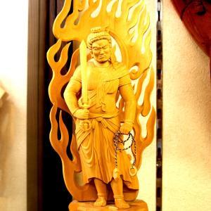 飛騨高山の土産物屋さんにて拝見した木彫りの金色の仁王像☆