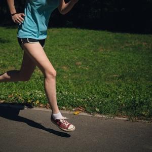 よく公園などでみかけるジョギング。痩せるために効果的なやり方は!?