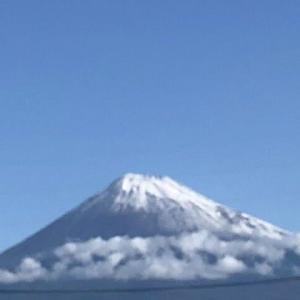 今朝の富士山→「え!?雪降ったんだ!」