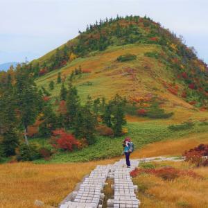 紅葉と池塘の苗場山へ(小赤沢三合目登山口)