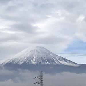 富士山に雪がクッキリ!