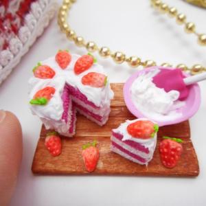 ポリマークレイで作るミニチュア苺ケーキ
