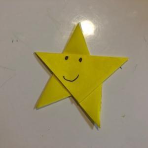折紙で星を作って顔を描く☆彡