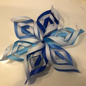 冬らしく折り紙で雪の結晶を作る☆彡
