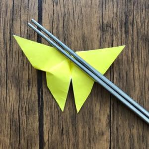 折り紙1枚で簡単に作れる蝶々の箸置き☆彡