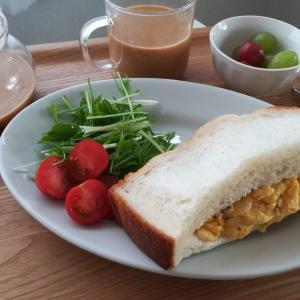 ふわふわ食パンのスクランブルエッグサンド/マルちゃん正麵/キムチ鍋