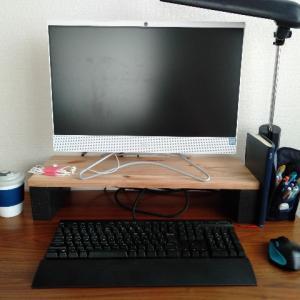 机の周りを整理した話