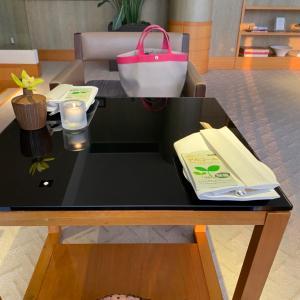 【グランドハイアット東京】カクテルタイムに長々鎮座する女