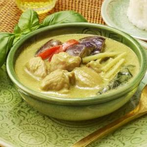 ファミマ【タイで作ったグリーンカレー】値段は?カロリーや味は?