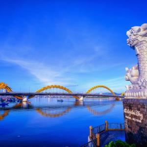 ベトナムの「ダナン」で5つの山と橋とビーチを見たい