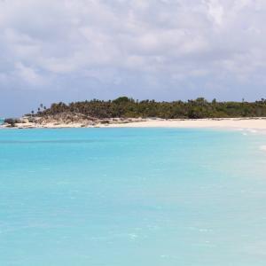 タークス・カイコス諸島の「グレースベイ」は世界一の海辺?