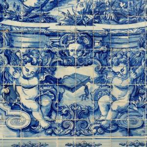 「アズレージョ」はポルトガルのタイルのこと!建築物や小物も