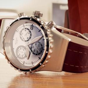 スイスは何で高級時計で有名になったの?そんな疑問が湧いてくる