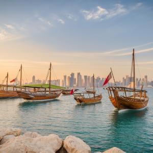 中東の真珠・カタールでラクダのレースを観て、砂漠の向こうの海へ