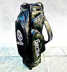 ゴルフ場でキャディバックがかぶるのがイヤ、人と違う目立つバッグがイイという方に!