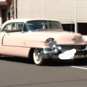 ピンクのヴィンテージカー??