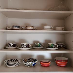 食器収納も余白を大切にしています
