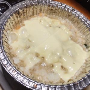 【車中飯】『ローソンの食材だけで具だくさん鍋焼きうどんとチーズリゾット』の作り方。