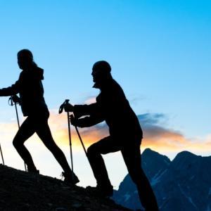 なぜ登山にトレッキングポールが必要? 選び方からメンテナンス方法、アレの名前まで