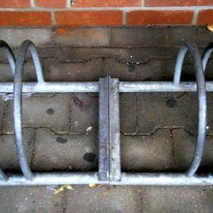 【ロードバイクスタンド】おすすめの2タイプ 省スペースなら縦置きがおすすめ