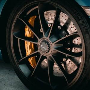 【燃費悪化】原因はブレーキの引きずり パッドの動きが悪い場合の対処法
