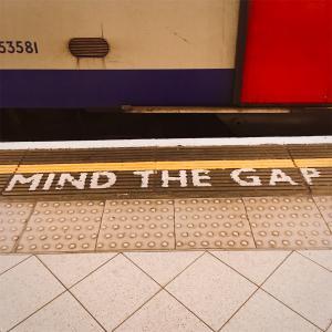 ロンドンの地下鉄は電波が入らない