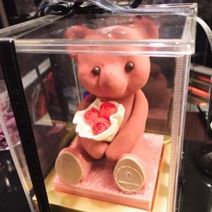 【ルワンジュ東京】可愛すぎて食べられない!高級クマのチョコレートとルビーチョコレートが得意なお店。