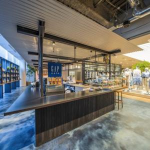 世界初「Gap cafe」を併設!「Gap新宿フラッグス店」が6⽉1⽇グランドオープン!
