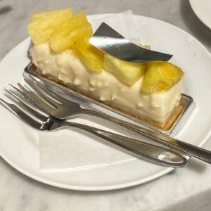 【新宿高島屋地下1階】「Toshi Yoroizuka」などの人気パティスリーのケーキが揃う「パティシェリアカフェ」