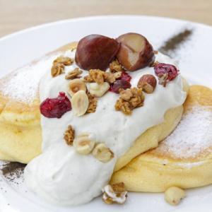 【幸せのパンケーキ 新宿店】季節限定の新メニュー『国産和栗のモンブランホイップパンケーキ』が11月1日より販売開始