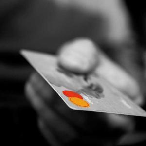 巣ごもり需要でカード決済増加