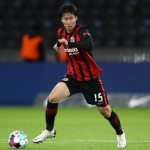 【歓喜】鎌田2アシスト、長谷部誠フル出場でフランクフルト、リーグ戦初勝利に貢献!
