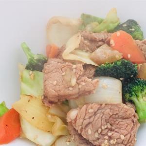 野菜炒めに豚ヒレ肉 なんか春っぽい