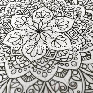 ■曼荼羅アートのぬり絵を描いています