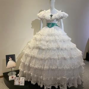 歌劇の殿堂ドレス展示にまぁ様スカーレット