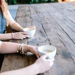 結婚相談所の仲人とは人同士の間に入り人間関係を仲立ちする人のこと
