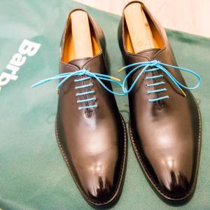 靴ひもドットコムさんでターコイズブルーの靴ひもを買ってみた話:ジャランスリワヤのホールカットに