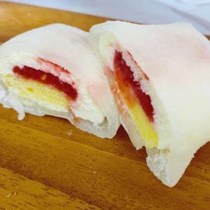 ローソン:モチクルン -おもちでくるん苺レアチーズ-