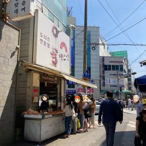 【釜山鎮市場前】行列のできるドーナツ屋さん